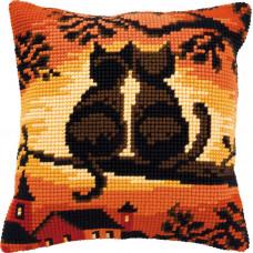 PN-0008662 Коти на дереві. Подушка. Vervaco. Набір для вишивки хрестом